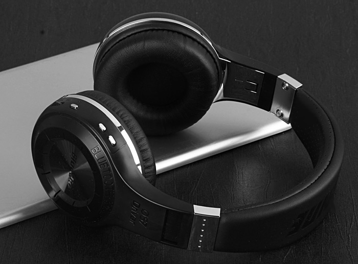 Bluedio HT H-Turbine Wireless Bluetooth Hands Free Headset Super Bass Music Headphone with Mic Line-in Socket for Smartphones Computer and Tablet PC