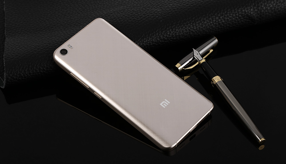 XiaoMi Mi5 5.15 inch 3D Glass MIUI 8 4G Smartphone Snapdragon 820 64bit Quad Core 2.15GHz 3GB RAM 64GB ROM 16.0MP Rear Camera Type-C NFC Fingerprint Sensor