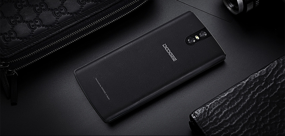 Doogee BL7000 4G Phablet Android 7.0 5.5 inch MTK6750T Octa Core 1.5GHz 4GB RAM 64GB ROM 7060mAh Battery 13.0MP Dual Rear Cameras Fingerprint Touch Sensor doogee bl5000 si doogee bl7000, ajung in romania