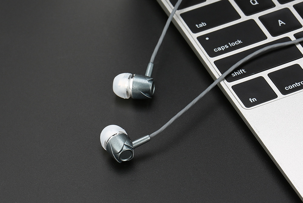 Fashion Universal In-ear Stereo Bass Earphone with Remote and Mic