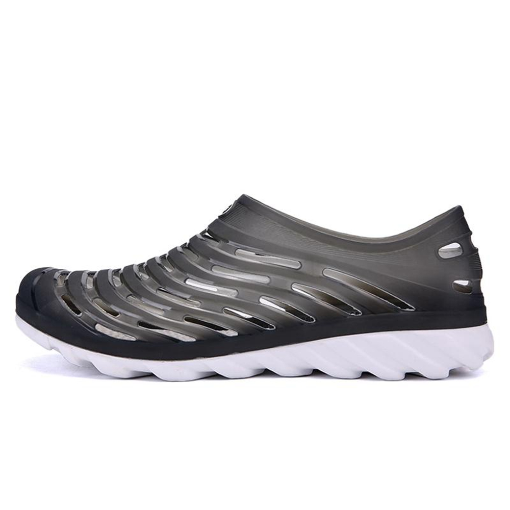 New Breathable Light Hole Men's Shoes
