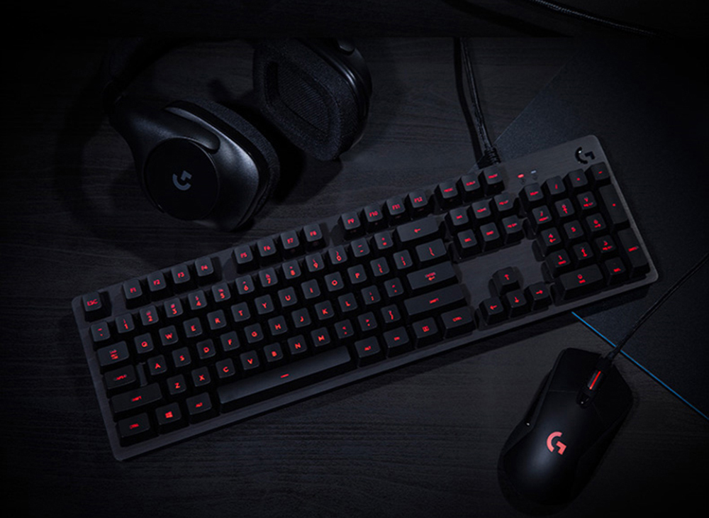 Logitech G413 SWITCH Mechanical Gaming Keyboard LED Backlit Carbon Keyboard With USB Passthrough- Platinum