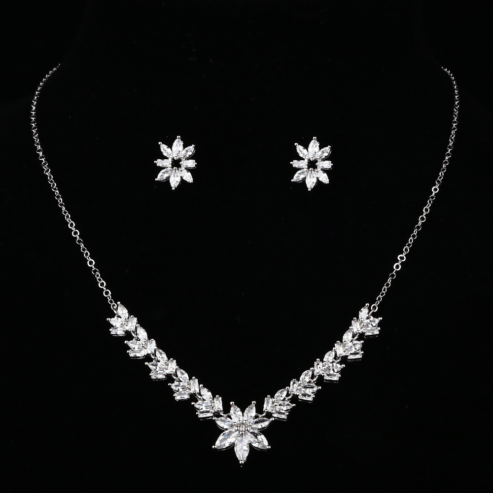 New Fashion Luxurious Top Grade Small Flower Necklace Set -E- Silver