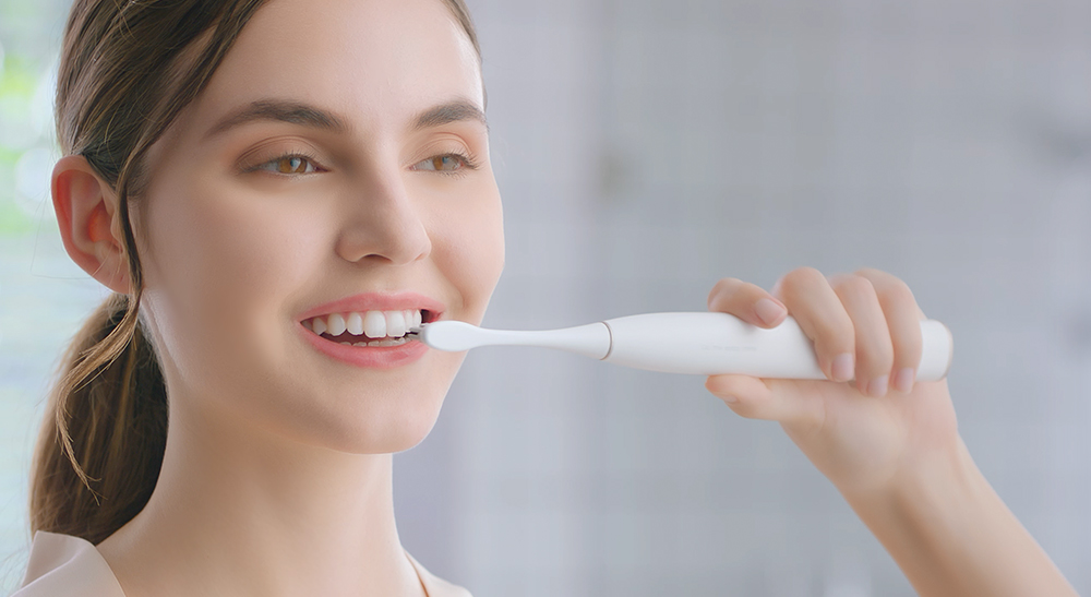Oclean Z1 Brosse à Dents Electrique à Onde Acoustique de Lumière LED Intelligente sans Brosse de 32 Niveaux d'Intensité Prend en Charge Détection d'Zones Aveugle Contrôle d'Application Version Internationale- Blanc